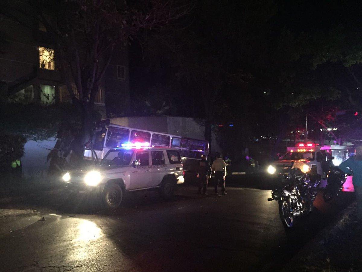 Secuestro de autobús en Caurimare generó balacera, dejó un choro muerto y varios heridos (FOTOS)