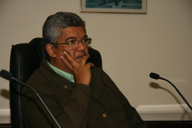 Diputado Luis Barragán: Es muy probable que el gobierno aumente el precio de la gasolina