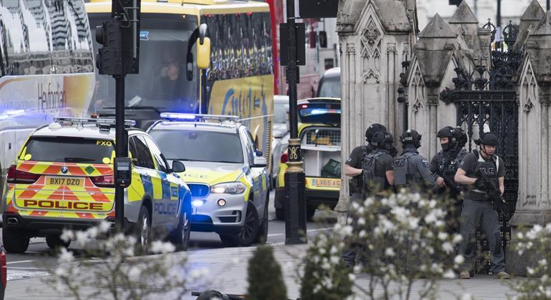 El ministro francés de Exteriores visita a los heridos franceses de Londres