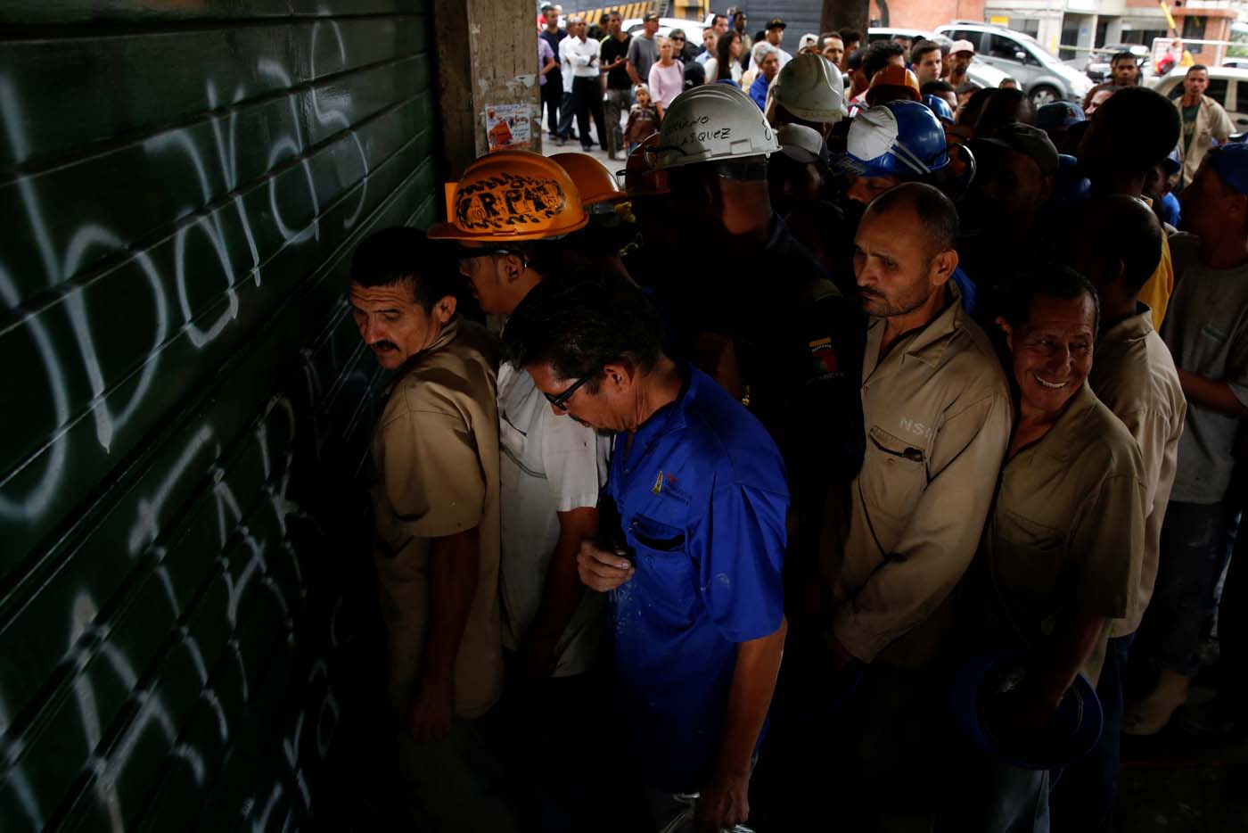 "People queue as they try to buy bread outside a bakery in Caracas, Venezuela July 21, 2016. REUTERS/Carlos Garcia Rawlins    SEARCH ""GARCIA QUEUEING"" FOR THIS STORY. SEARCH ""WIDER IMAGE"" FOR ALL STORIES."