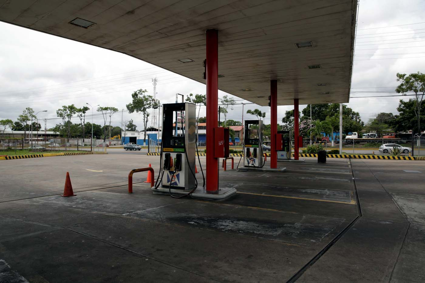 A general view of a closed gas station of Venezuelan state oil company PDVSA in Maturin, Venezuela March 23, 2017. REUTERS/Marco Bello