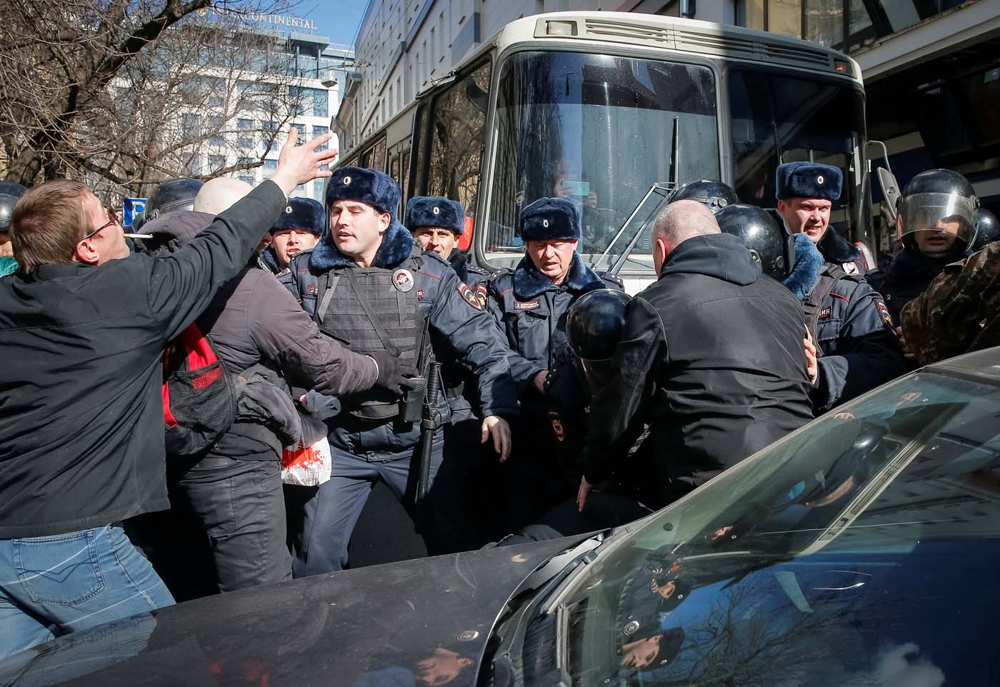 Law enforcement officers scuffles with opposition supporters blocking a van transporting detained anti-corruption campaigner and opposition figure Alexei Navalny during a rally in Moscow, Russia, March 26, 2017. REUTERS/Maxim Shemetov