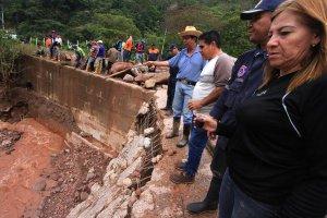 El alcalde Humberto Contreras y los concejales Nubia Criollo y Eugenio Pérez, pidieron ayuda al Gobierno regional. (Foto/Jorge Castellanos)