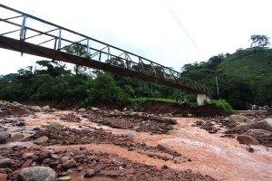 En el sector de La Batea o Piscina 1, las piedras de grandes proporciones taparon durante varias horas el paso hacia Pan de Azúcar-parte alta. (Foto/ Jorge Castellanos)