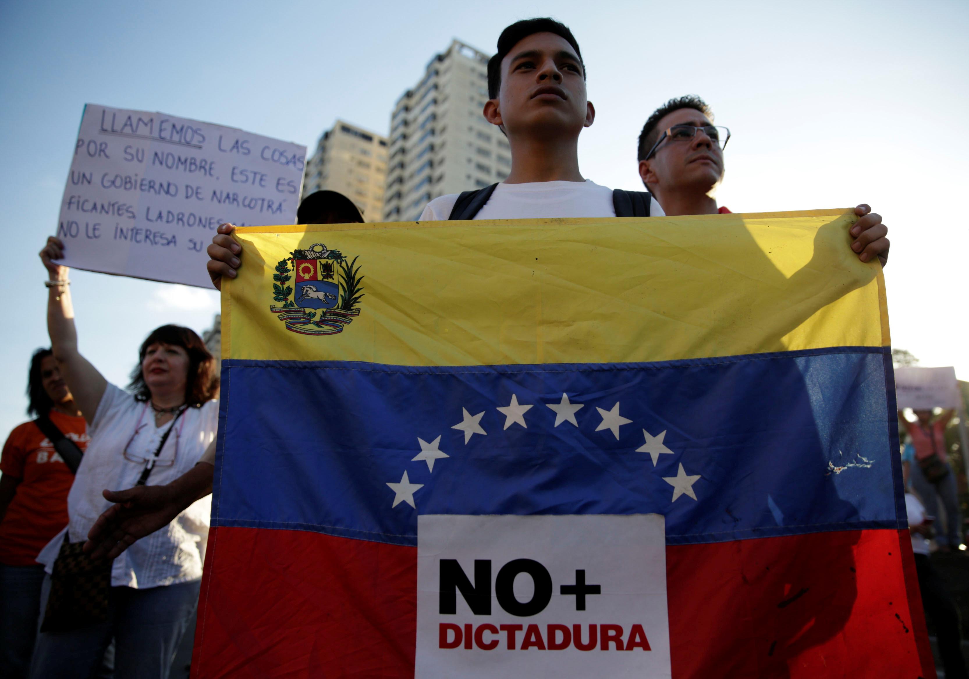 Venezolanos salieron a manifestar en Caracas y varias ciudades en rechazo a la medida del TSJ. REUTERS/Marco Bello