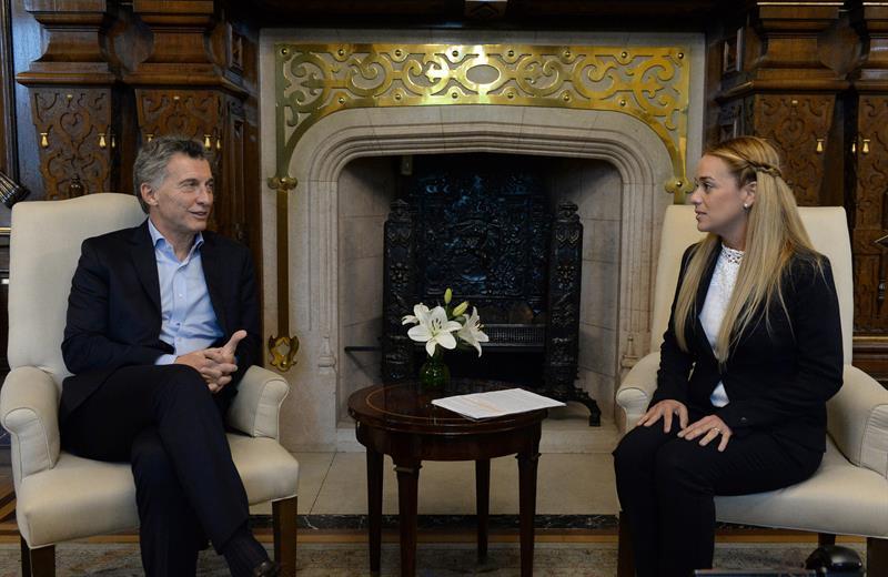 El presidente de Argentina, Mauricio Macri, junto a Lilian Tintori (Foto: EFE)