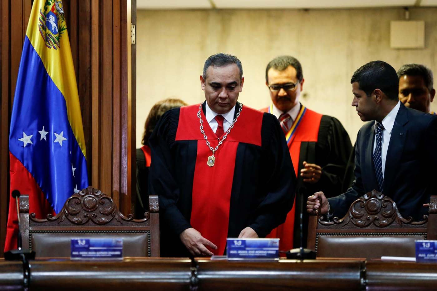 Venezuela's Supreme Court President Maikel Moreno (C), attends to a news conference at the Supreme Court of Justice (TSJ) in Caracas, Venezuela April 1, 2017. REUTERS/Carlos Garcia Rawlins