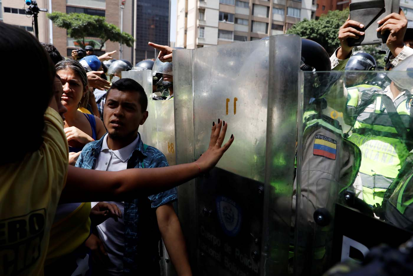 Security forces block demonstrators using riot shields during an opposition rally in Caracas, Venezuela April 4, 2017. REUTERS/Carlos Garcia Rawlins