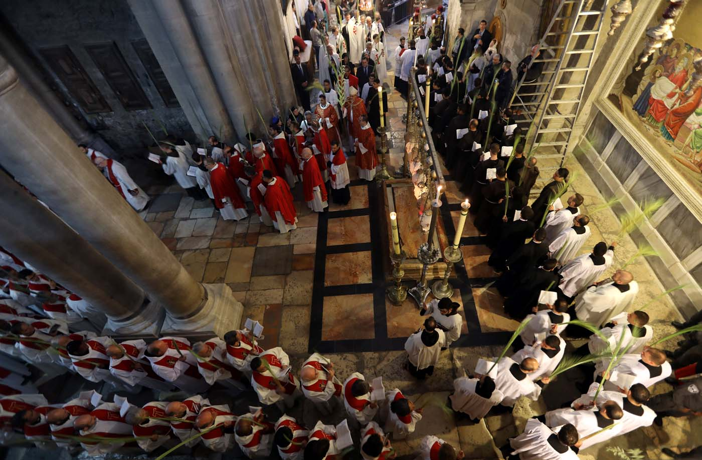 Catholic Christian worshippers attend a Palm Sunday ceremony in the Church of the Holy Sepulchre in Jerusalem's Old City April 9, 2017. REUTERS/Ammar Awad