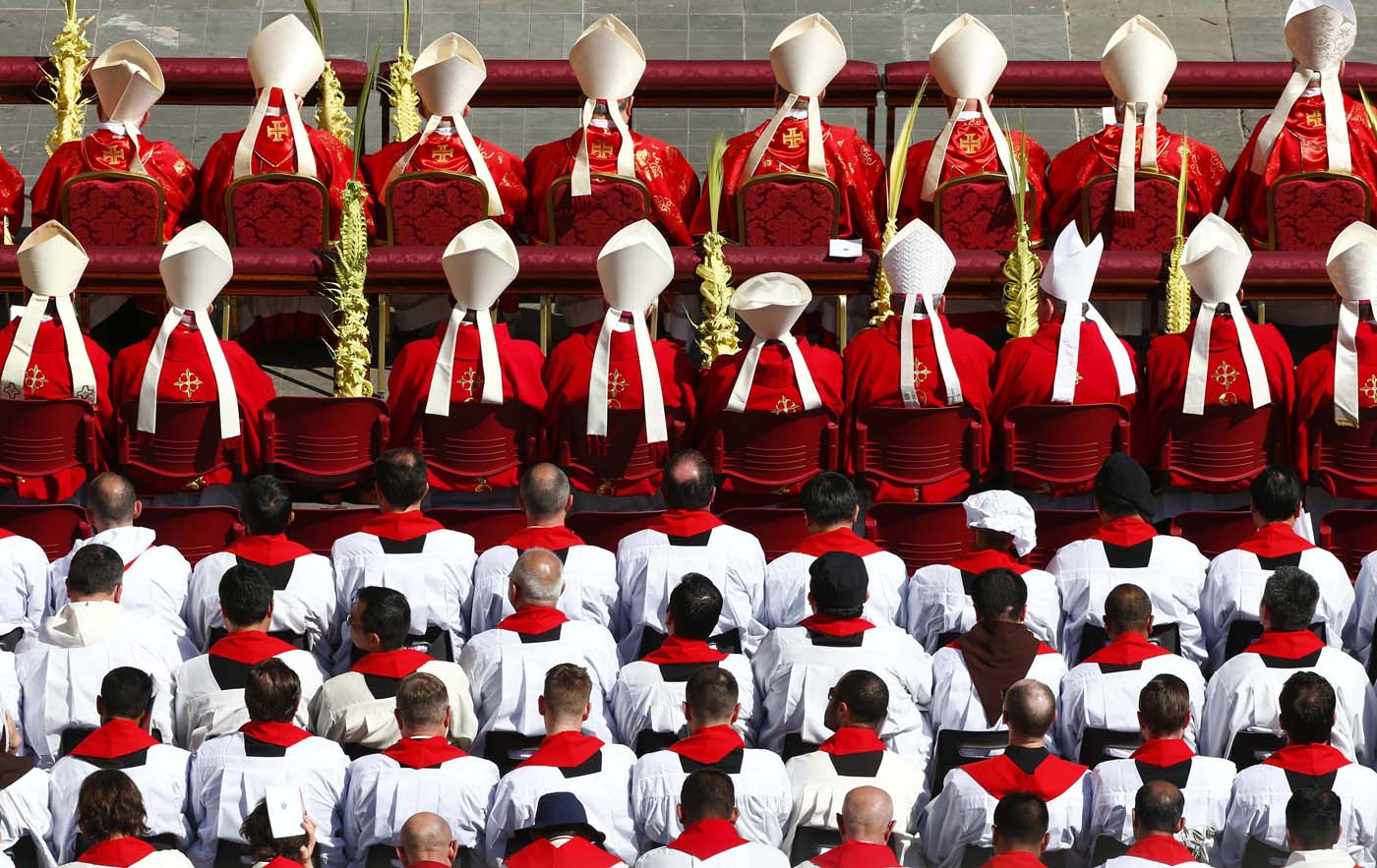 Cardinals and priests attend the Palm Sunday Mass led by Pope Francis  in Saint Peter's Square at the Vatican April 9, 2017. REUTERS/Tony Gentile