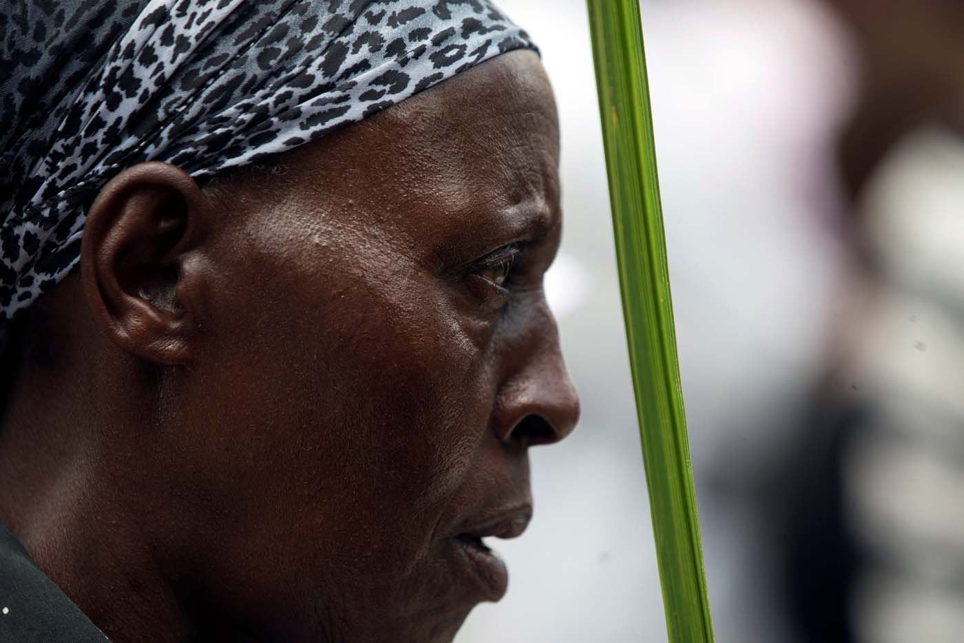 A Catholic Christian worshipper holds a palm frond as she takes part in a Palm Sunday ceremony in Nairobi, Kenya April 9, 2017. REUTERS/Baz Ratner.