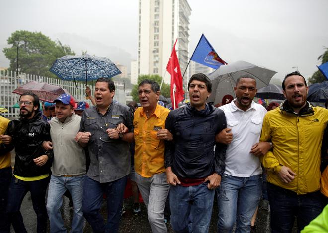Cientos de personas manifestaron en contra del Gobierno este 13 de abril de 2017, en Caracas. (Foto REUTERS/Marco Bello)