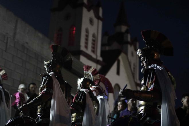 SJS03- SAN JOSÉ (COSTA RICA), 13/4/2017- Feligreses católicos participan hoy, jueves 13 de abril de 2017, en la procesión del Silencio, como parte de las actividades de la Semana Santa, en la localidad de Llano Grande de Cartago, al este de San José (Costa Rica). EFE/Jeffrey Arguedas