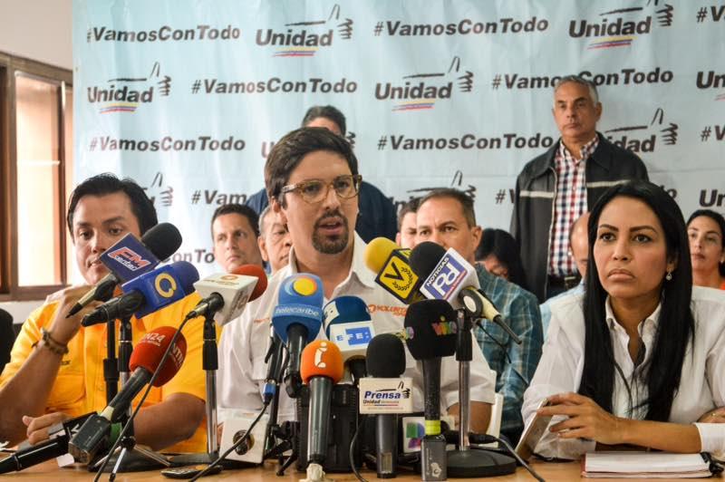Oposición venezolana insta a aumentar la presión al Gobierno en la calle