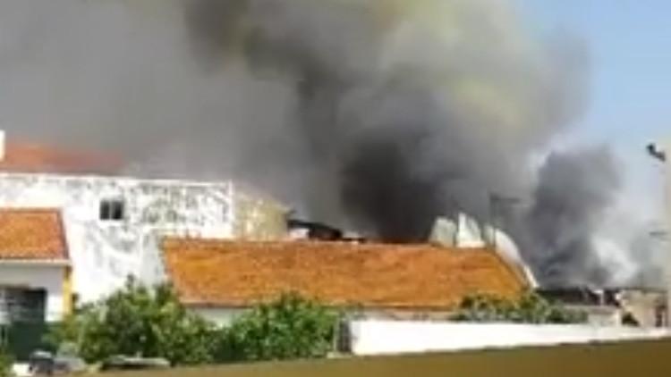 Avioneta se estrella cerca de supermercado en Portugal