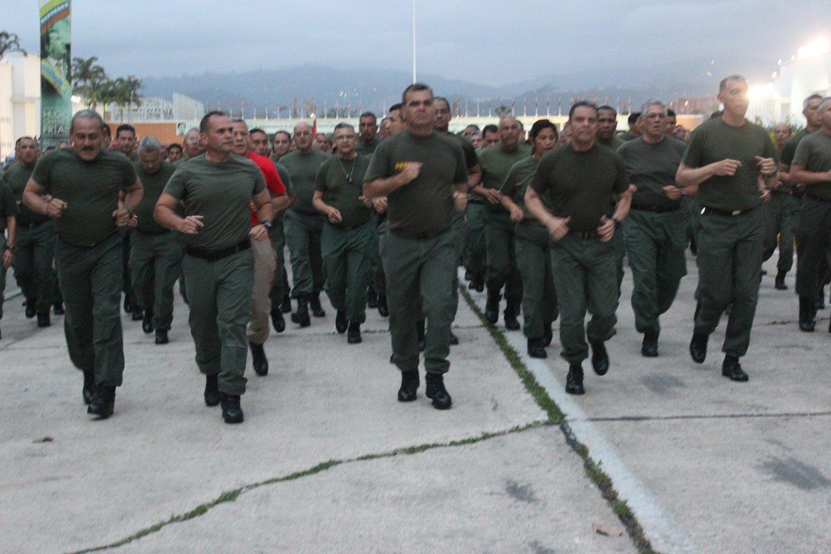 La oposición con las guarimbas, el oficialismo con la milicias populares — Venezuela