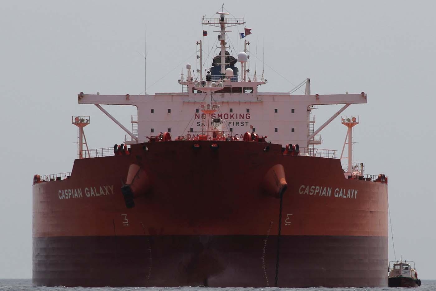 El tanquero Caspian Galaxy en Amuay REUTERS/Stringer