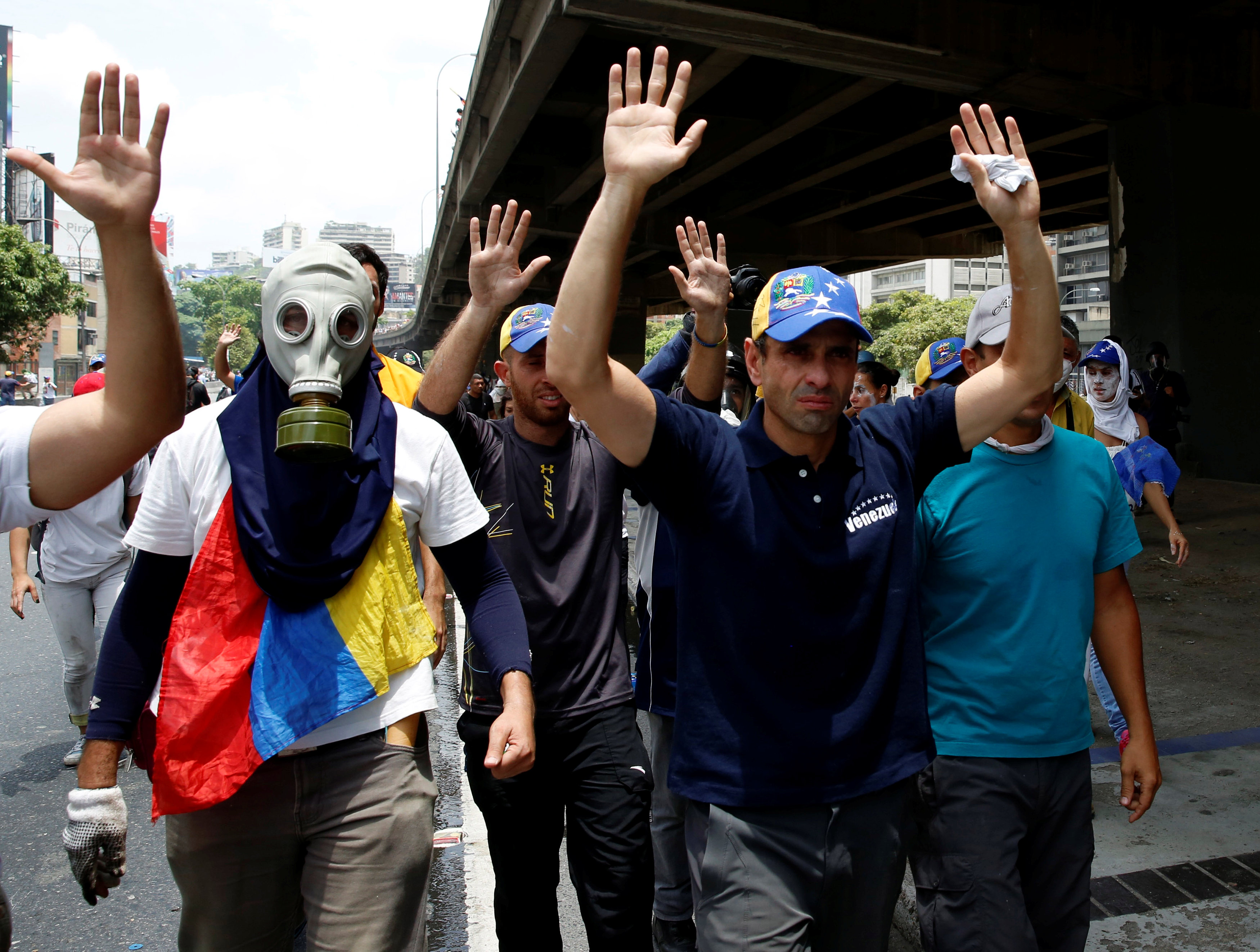 "Venezuelan opposition leader and Governor of Miranda state Henrique Capriles (C) participates in the so-called ""mother of all marches"" against Venezuela's President Nicolas Maduro in Caracas, Venezuela April 19, 2017. REUTERS/Marco Bello"
