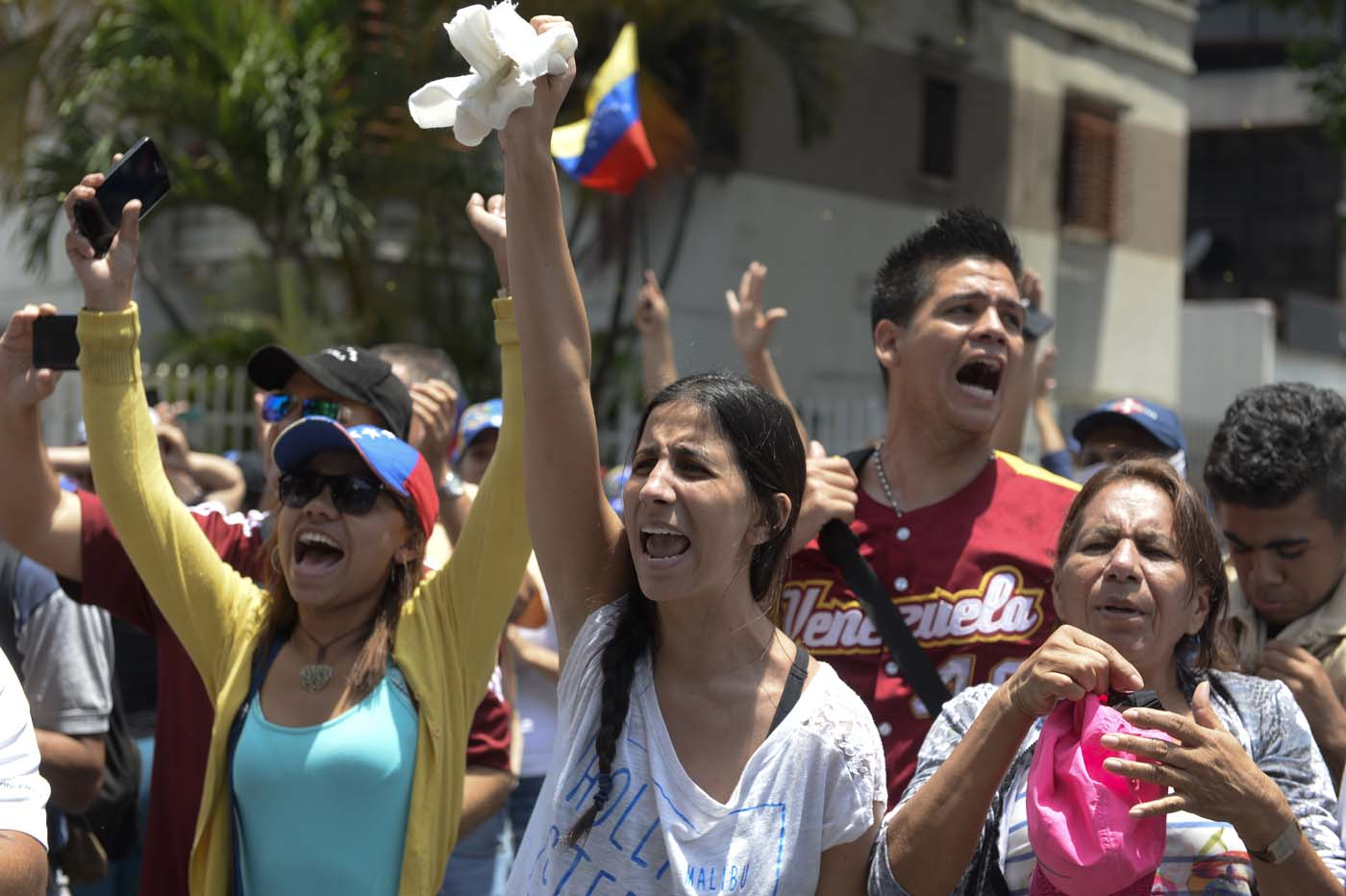 Demonstrators march against Venezuelan President Nicolas Maduro, in Caracas on April 20, 2017. Venezuelan riot police fired tear gas Thursday at groups of protesters seeking to oust President Nicolas Maduro, who have vowed new mass marches after a day of deadly unrest. Police in western Caracas broke up scores of opposition protesters trying to join a larger march, though there was no immediate repeat of Wednesday's violent clashes, which left three people dead. / AFP PHOTO / Federico PARRA
