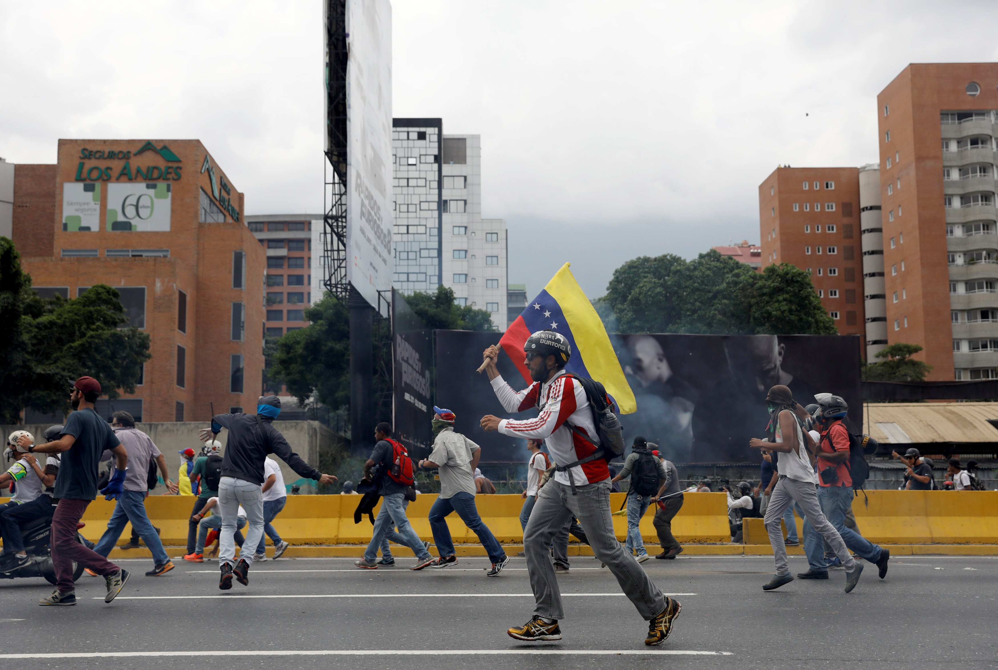 Opposition supporters rally against Venezuela's President Nicolas Maduro in Caracas, Venezuela April 20, 2017. REUTERS/Carlos Garcia Rawlins