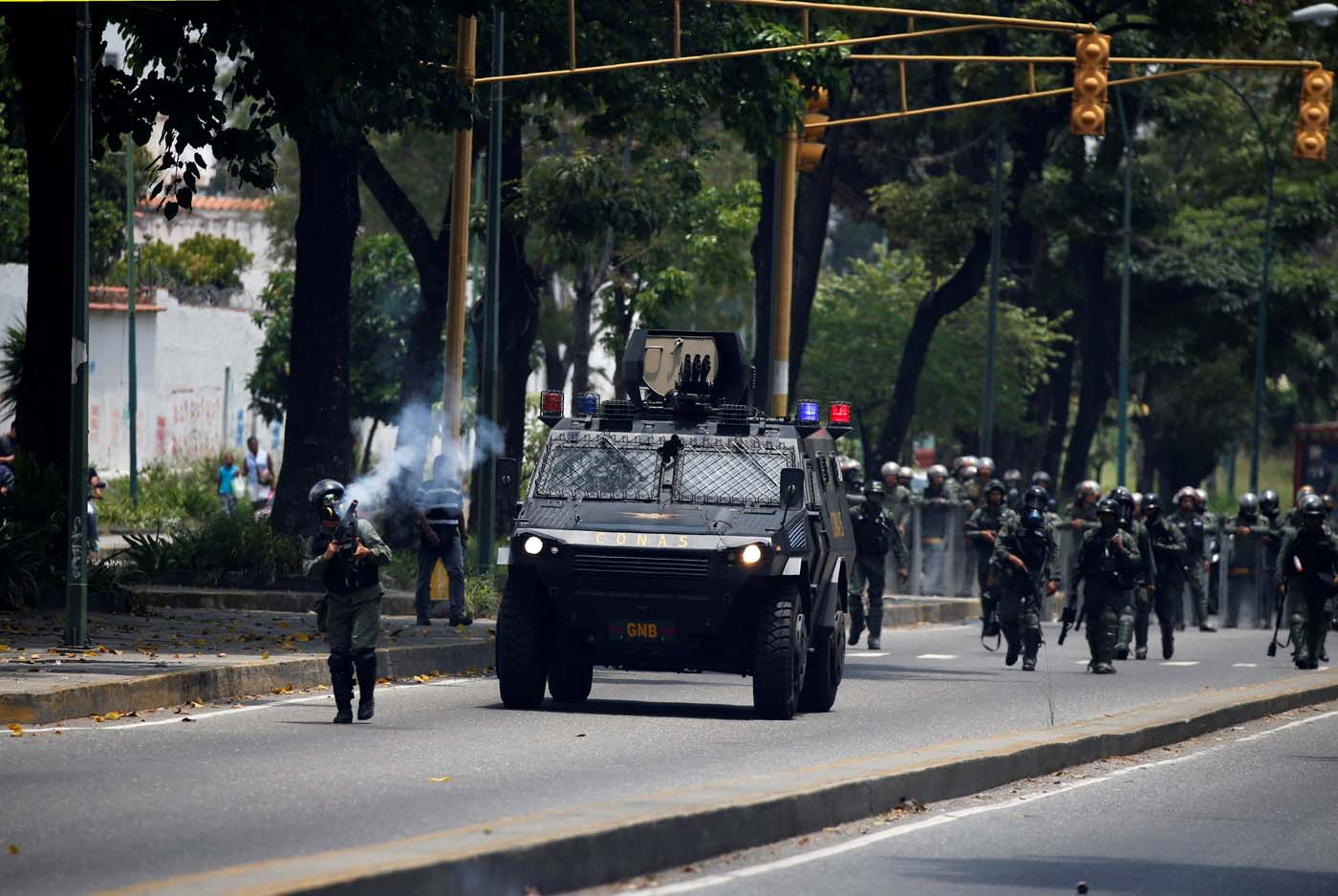 Riot police take positions as demonstrators rally against Venezuela's President Nicolas Maduro in Caracas, Venezuela, April 20, 2017. REUTERS/Carlos Garcia Rawlins