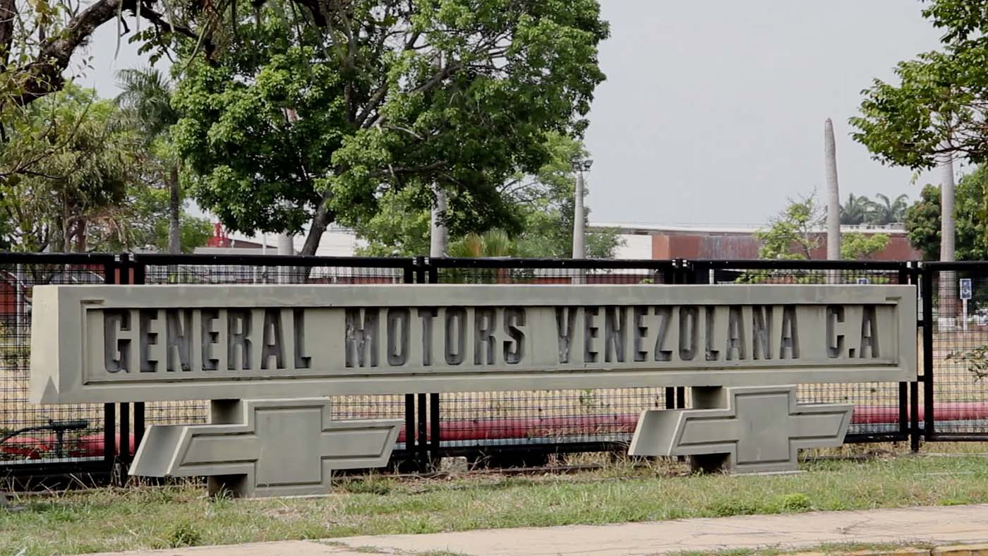 Video grab of US auto-maker General Motors plant in Valencia, Venezuela, on April 20, 2017, following its seizure by the Venezuelan government. General Motors has shut down its Venezuelan operation and laid off 2,678 people after the crisis-struck Latin American country nationalized the plant and seized cars, the company says. / AFP PHOTO / AFP TV / Marcos GUEDEZ