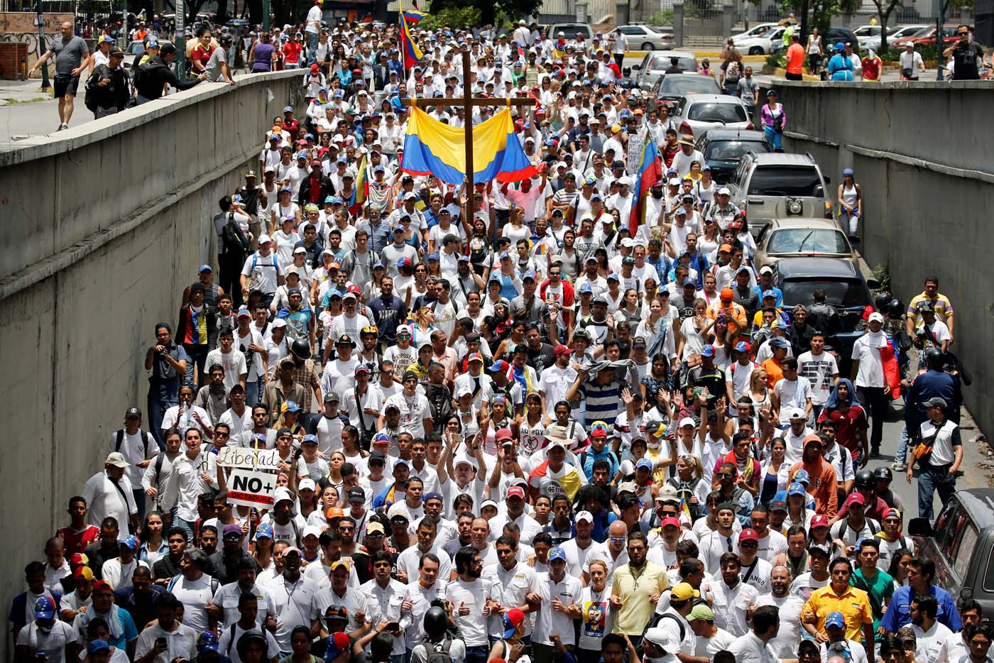 Demonstrators take part in a rally to honour victims of violence during a protest against Venezuela's President Nicolas Maduro's government in Caracas, Venezuela, April 22, 2017. REUTERS/Carlos Garcia Rawlins