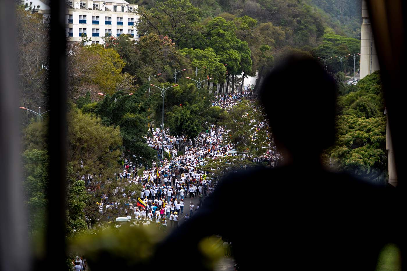 """Venezuelan opposition activists march in a quiet show of condemnation of the government of President NIcolas Maduro, in Caracas, on April 22, 2017. Venezuelans gathered Saturday for """"silent marches"""" against President Nicolas Maduro, a test of his government's tolerance for peaceful protests after three weeks of violent unrest that has left 20 people dead. / AFP PHOTO / FEDERICO PARRA"""