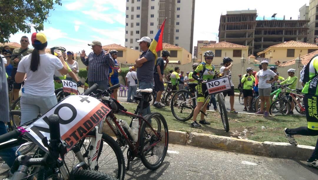 Médicos, estudiantes y ciclistas se unieron al plantón en Barquisimieto (Fotos)