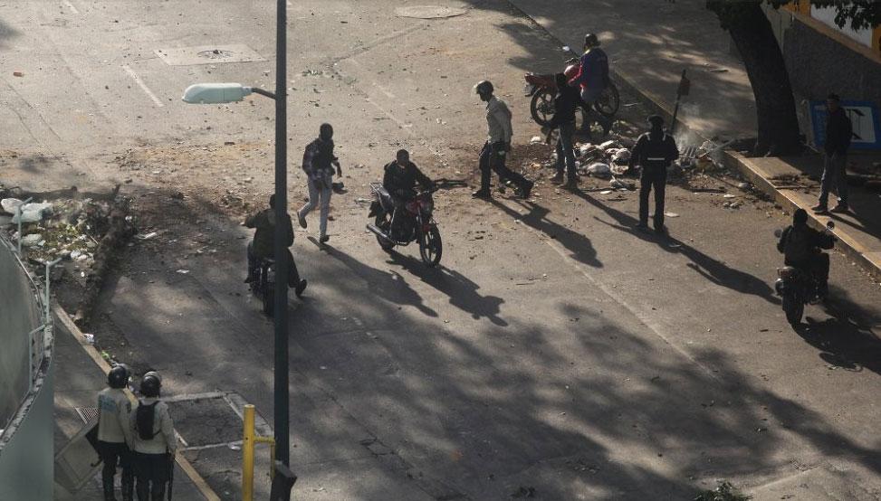 Civiles armados  en Caracas (Foto El País)
