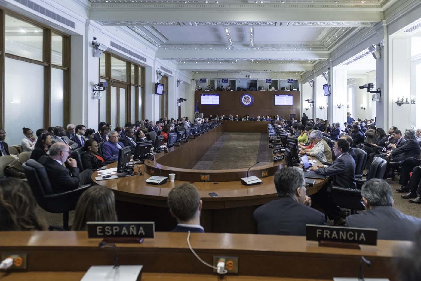 SHM123. WASHINGTON (DC, EE.UU.), 26/04/2017.- Fotografía cedida por la Organización de Estados Americanos (OEA) de una vista general durante una sesión especial del Consejo Permanente de la OEA hoy, miércoles 26 de abril 2017, en Washington, DC (EE.UU.). El Gobierno de Venezuela anunció hoy que dejará la OEA por haberse convocado una reunión de cancilleres sobre la crisis política del país pese a su oposición frontal a esa sesión. EFE/Juan Manuel Herrera/Cortesía OEA/SOLO USO EDITORIAL/NO VENTAS