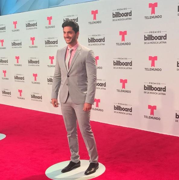 El actor venezolano Daniel Elbittar se presentó este jueves en la ceremonia de los Premios Billboard 2017 en la ciudad de Miamia, Florida (EEUU) y, ...