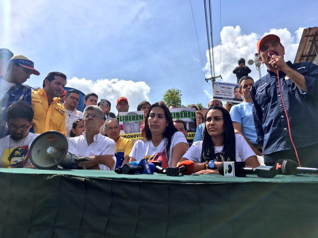 Pese a los obstáculos, los diputados llegaron a Ramo Verde y aprobaron el manifiesto. Foto: Prensa VP