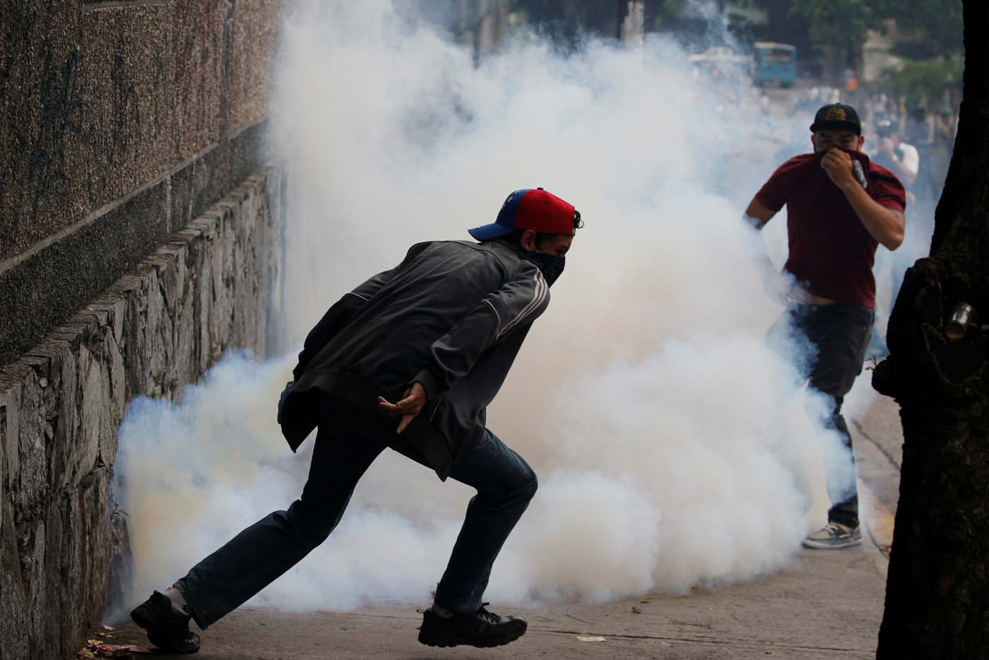 Demonstrators run away from tear gas during a protest against Venezuela's President Nicolas Maduro's government in Caracas, Venezuela May 2, 2017. REUTERS/Carlos Garcia Rawlins