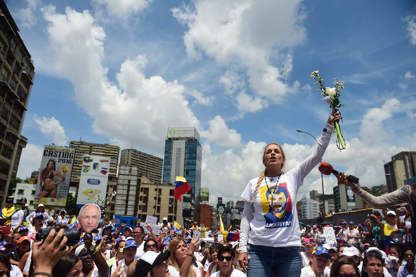 The wife of imprisoned opposition leader Leopoldo Lopez, Lilian Tintori, takes part in a women's march aimed to keep pressure on President Nicolas Maduro, whose authority is being increasingly challenged by protests and deadly unrest, in Caracas on May 6, 2017. The death toll since April, when the protests intensified after Maduro's administration and the courts stepped up efforts to undermine the opposition, is at least 36 according to prosecutors. / AFP PHOTO / RONALDO SCHEMIDT