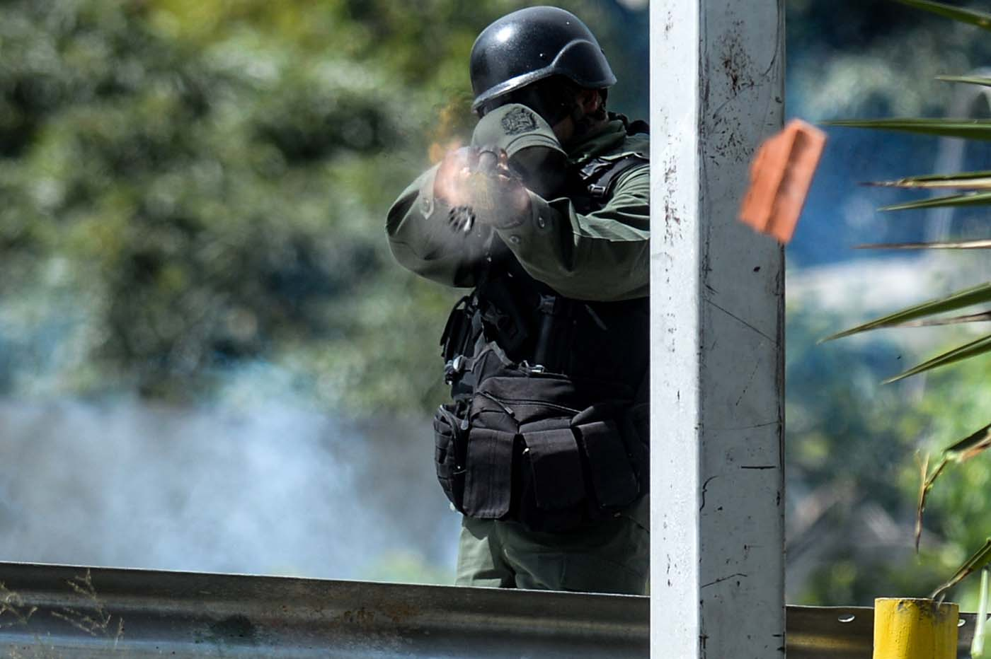 A riot policeman confronts opposition activists during a demostration against Venezuelan President Nicolas Maduro in Caracas, on May 26, 2017. Both the Venezuelan government and the opposition admit that violent protests that have gripped the country for nearly two months are out of control -- and analysts warn they could be a double-edged sword that might trigger even more unrest. / AFP PHOTO / FEDERICO PARRA