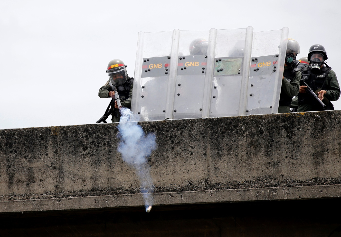 Riot police take position while clashing with opposition supporters during a rally against President Nicolas Maduro in Caracas, Venezuela May 3, 2017. REUTERS/Carlos Garcia Rawlins