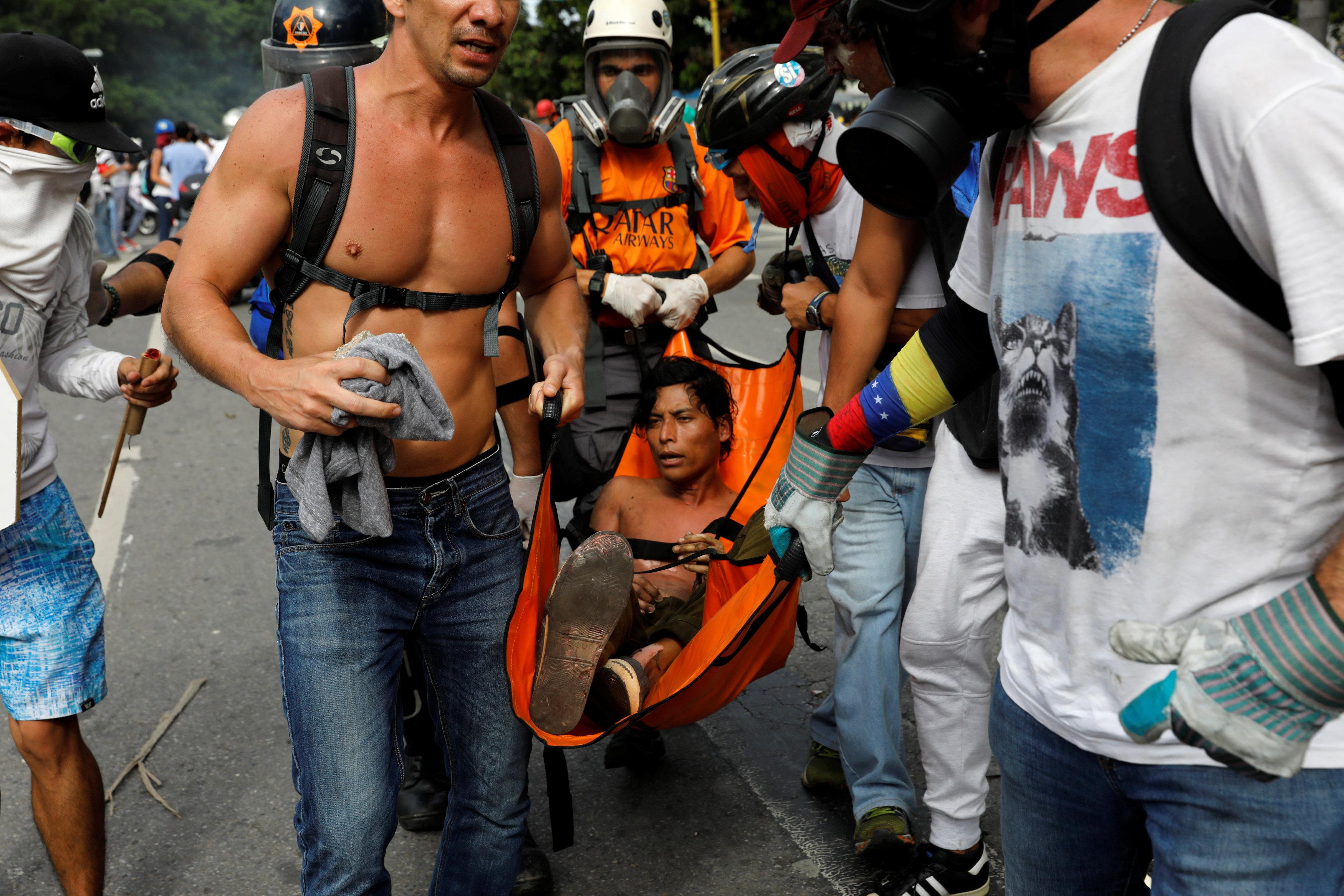 GN ataca a manifestantes en Altamira: Varios heridos y un arrollado por tanqueta. REUTERS/Carlos Garcia Rawlins