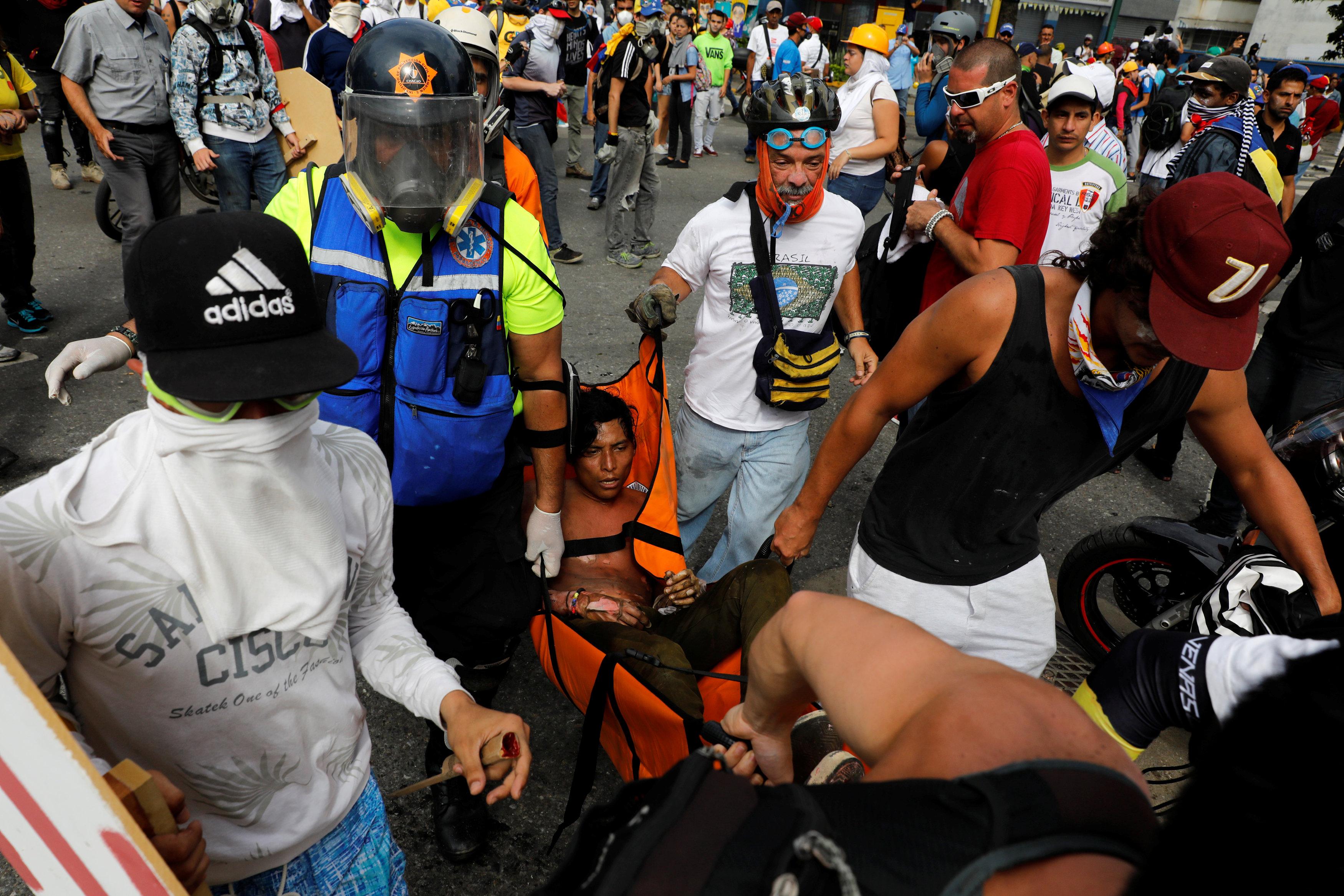 GN ataca a manifestantes en Altamira: Varios heridos y un arrollado por tanqueta. REUTERS/Carlos Garcia Rawlins TEMPLATE OUT