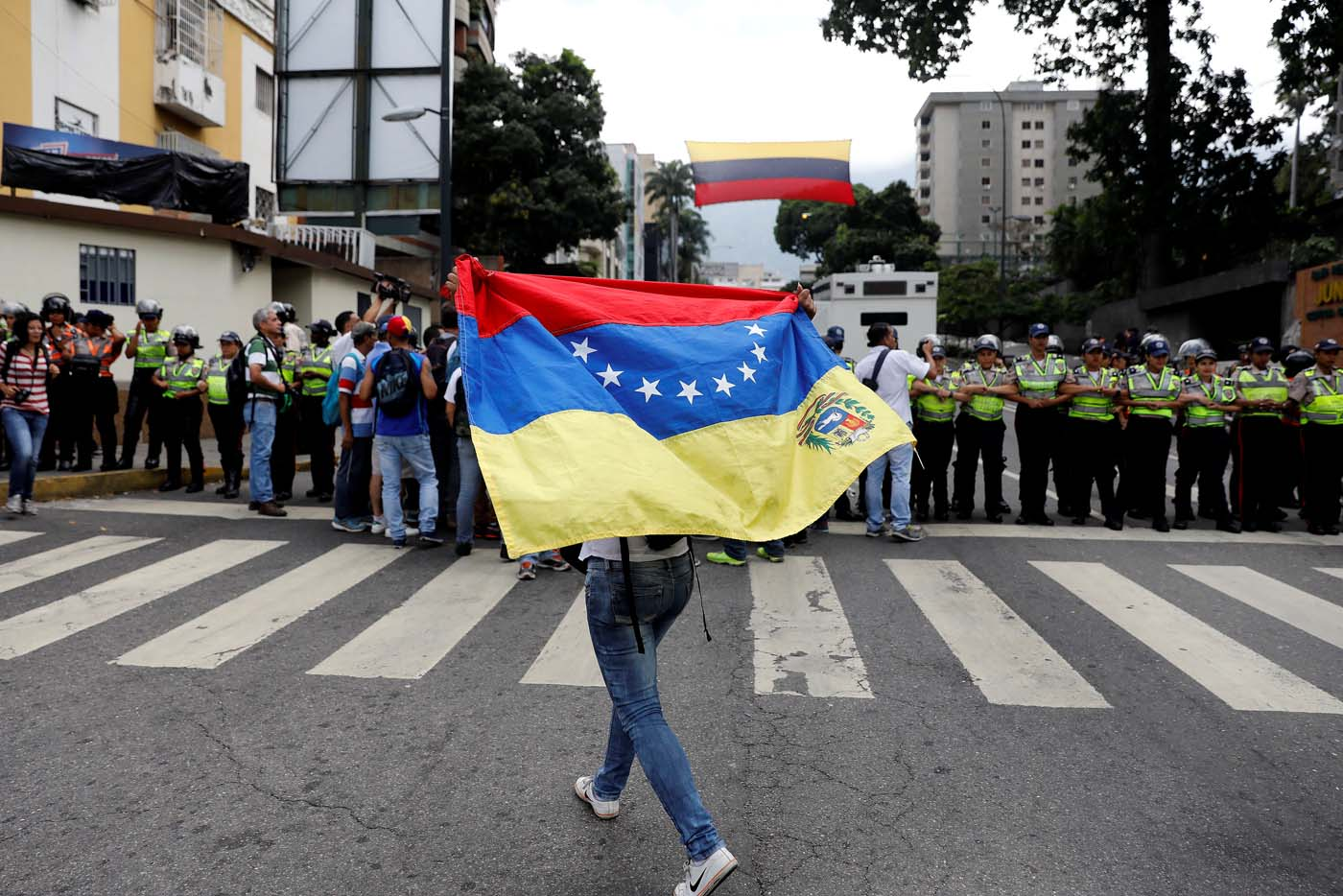 A woman holds up a flag during a women's march to protest against President Nicolas Maduro's government in Caracas, Venezuela May 6, 2017. REUTERS/Carlos Garcia Rawlins