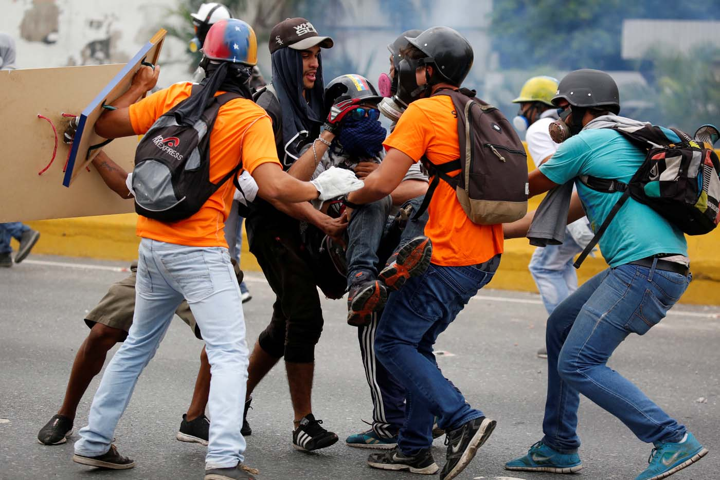 An injured opposition supporter receives help from others during a rally against Venezuelan President Nicolas Maduro in Caracas, Venezuela, May 8, 2017. REUTERS/Carlos Garcia Rawlins
