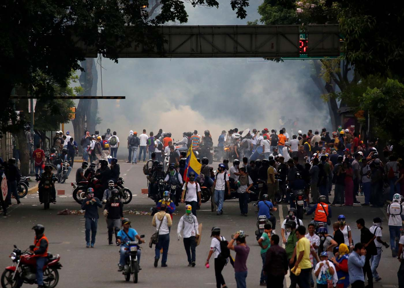 Opposition supporter clash with riot police while rallying against Venezuelan President Nicolas Maduro in Caracas, Venezuela, May 8, 2017. REUTERS/Carlos Garcia Rawlins