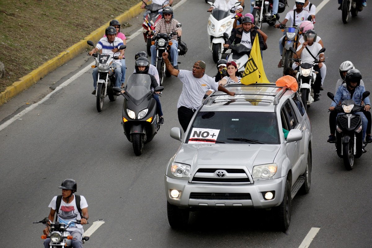 Demonstrators riding motorcycles and driving cars take part in a nationwide protest against President Nicolas Maduro government, in Caracas, Venezuela, May 13, 2017. REUTERS/Marco Bello