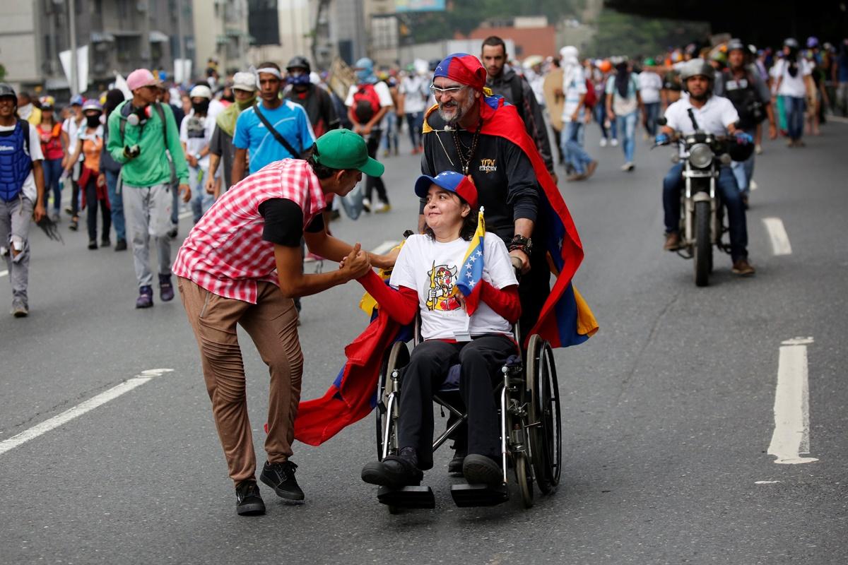 Demonstrators protest against Venezuela's President Nicolas Maduro's government in Caracas, Venezuela, May 13, 2017. REUTERS/Carlos Garcia Rawlins