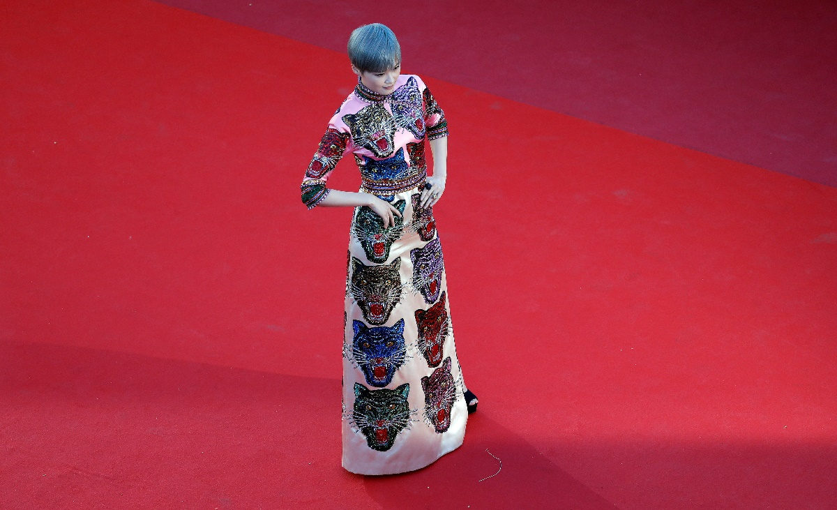 "70th Cannes Film Festival - Screening of the film ""Okja"" in competition - Red Carpet Arrivals- Cannes, France. 19/05/2017. Actress Li Yuchun poses. REUTERS/Eric Gaillard"