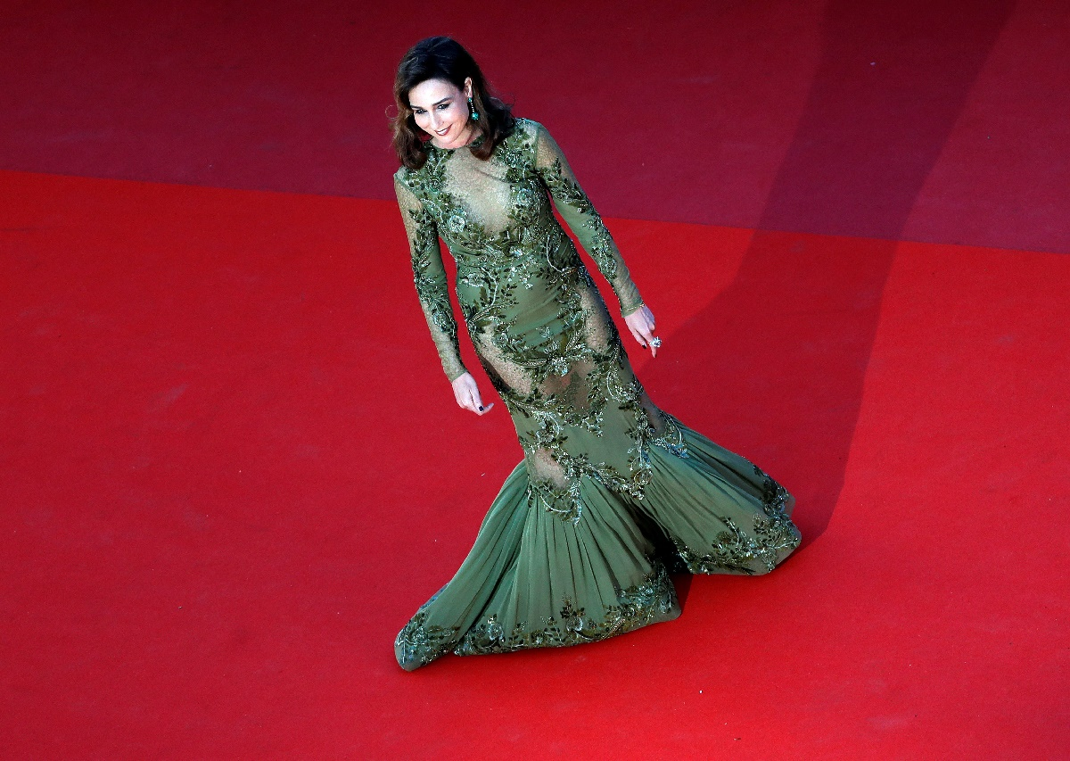 "70th Cannes Film Festival - Screening of the film ""Okja"" in competition - Red Carpet Arrivals- Cannes, France. 19/05/2017. Actress Actress Elsa Zylberstein walks on the red carpet. REUTERS/Eric Gaillard"