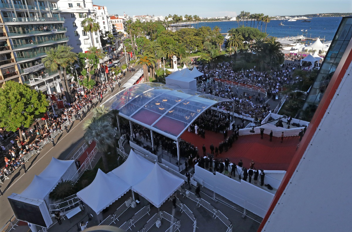 "70th Cannes Film Festival - Screening of the film ""Okja"" in competition - Red Carpet Arrivals- Cannes, France. 19/05/2017. General view shows the red carpet upon the arrival of cast members of the film ""Okja"". REUTERS/Eric Gaillard"