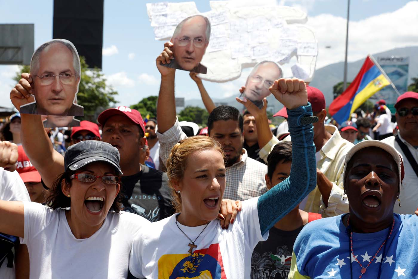 Lilian Tintori (C), wife of jailed opposition leader Leopoldo Lopez, and opposition supporters rally with pictures of arrested Caracas metropolitan mayor Antonio Ledezma, in Caracas, Venezuela, May 20, 2017. REUTERS/Carlos Garcia Rawlins