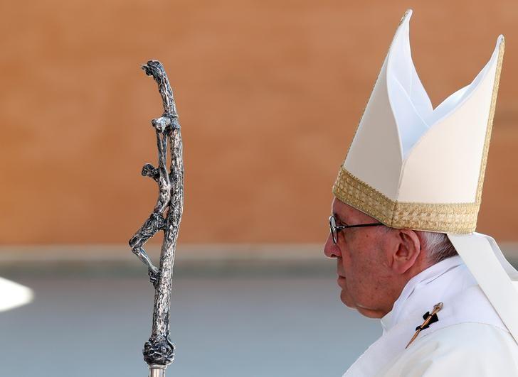 El papa Francisco recordó hoy a las víctimas de los ataques terroristas cometidos esta semana en Egipto y en el Reino Unido. REUTERS/Remo Casilli