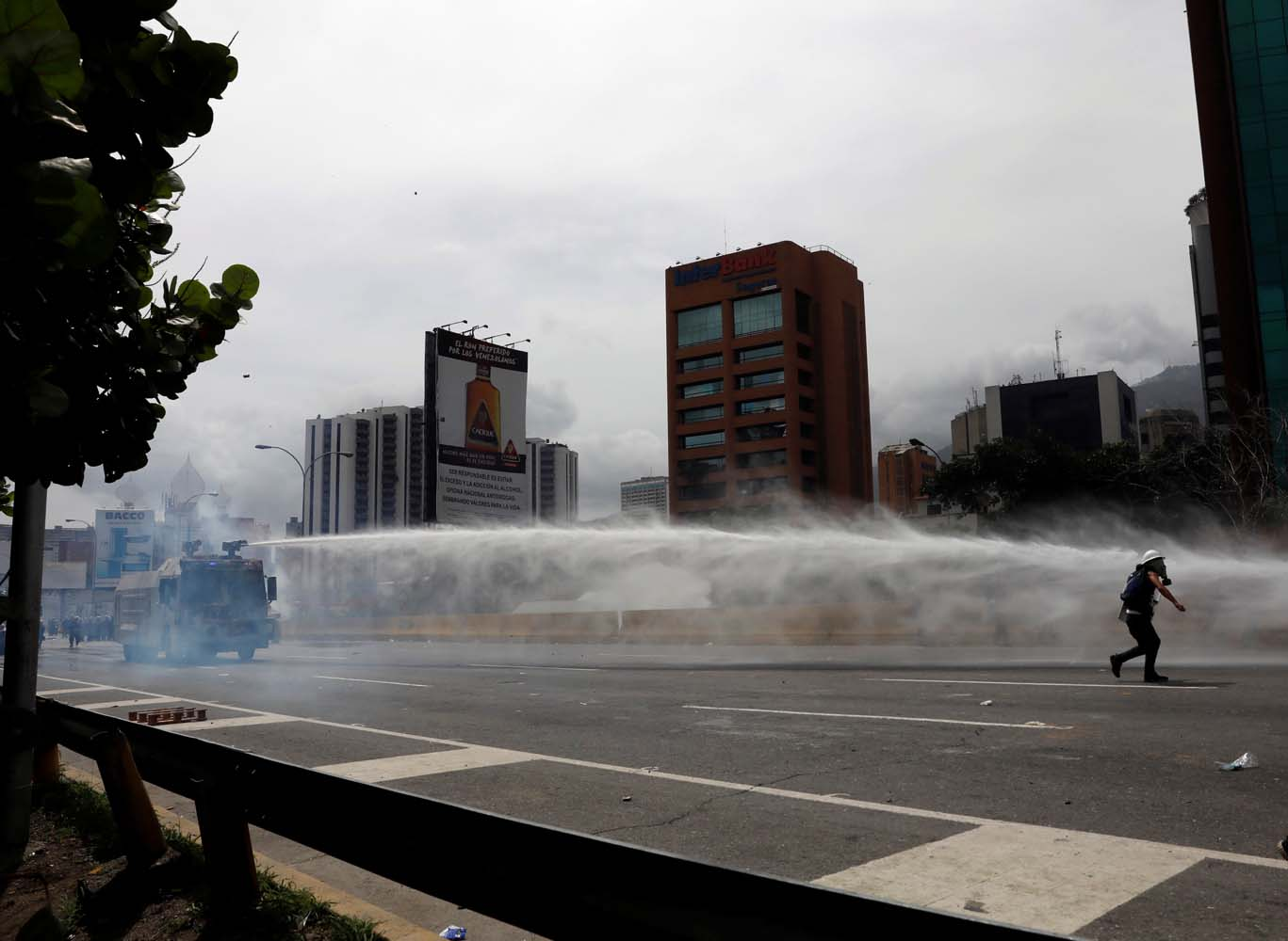Riot security forces uses a water canon while clashing with demonstrators during a rally against President Nicolas Maduro in Caracas, Venezuela May 24, 2017. REUTERS/Carlos Garcia Rawlins